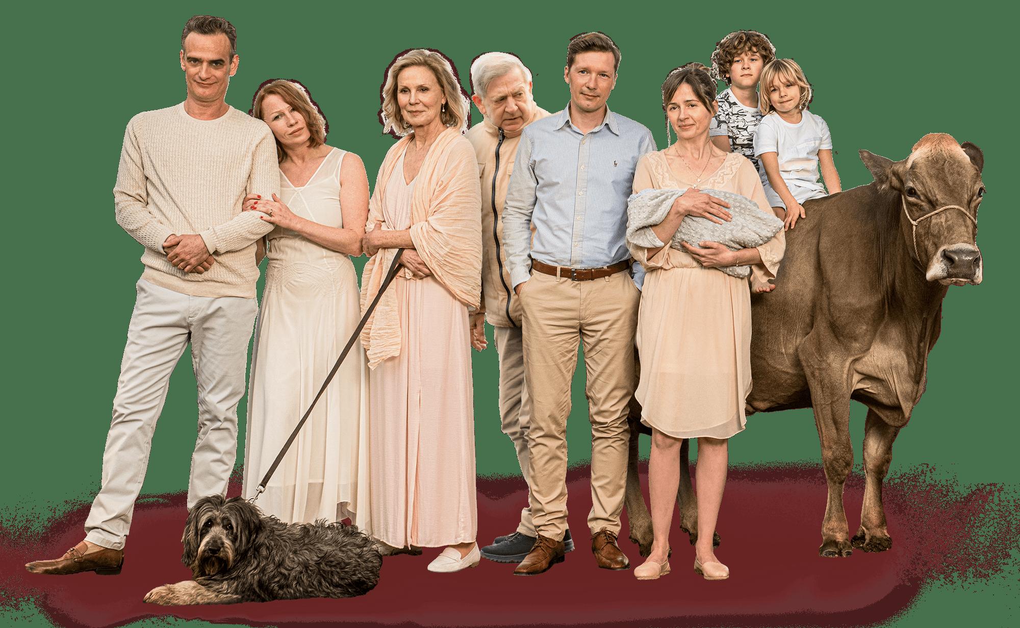 Gruppenfoto aller Schauspieler:innen und eine Kuh.