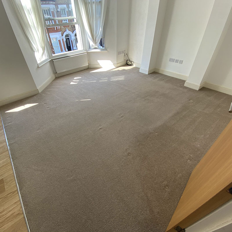 carpeted room empty of furniture that was just cleaned by rubix clean in london, uk