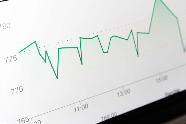 seo and analytics traffic graph