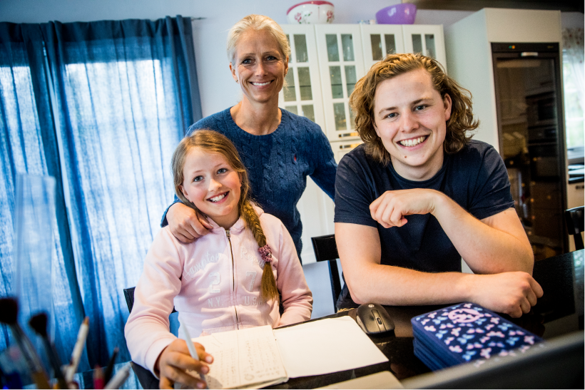 Personlig lærer Tellef sammen med Lisa og mor Victoria