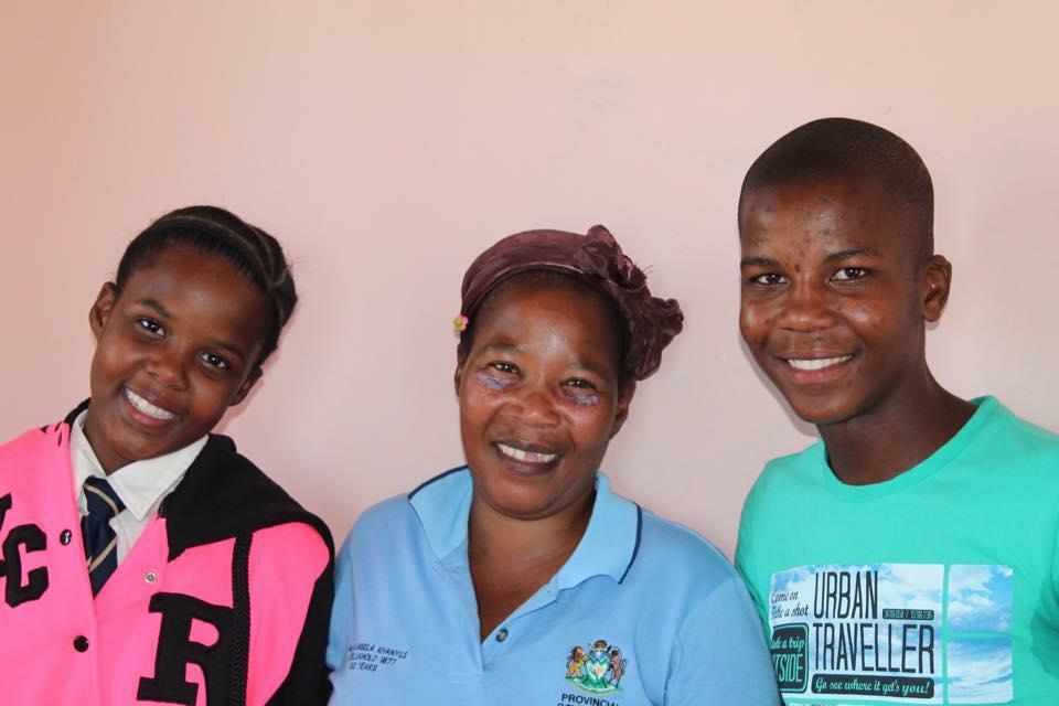 Lindokuhle and Xolorh with mum Zandile