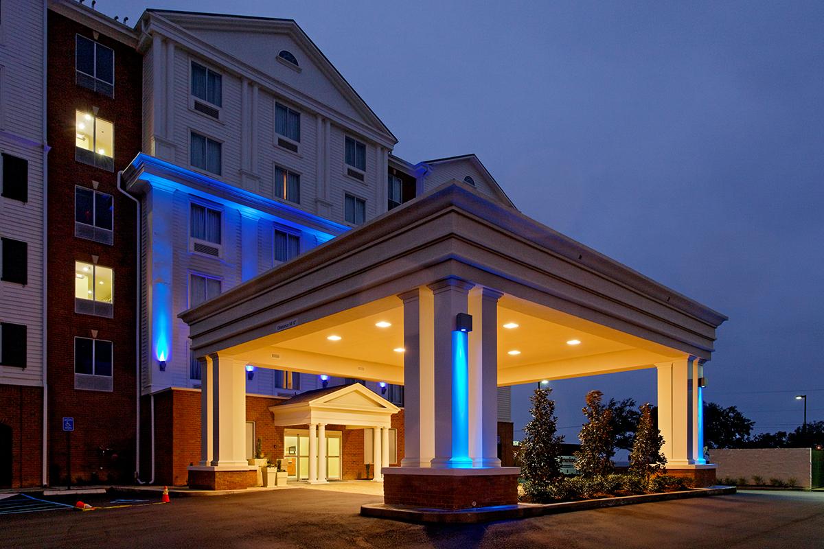 Holiday Inn Express front at night