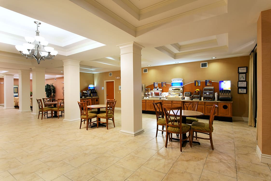 Holiday Inn Express breakfast room