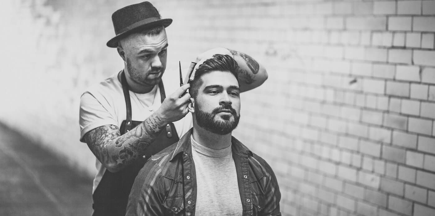 Mann beim Friseur | Thom Holmes - Unsplash