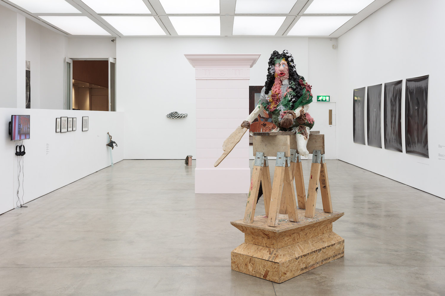 Jamie Fitzpatrick, Sing me a song to bring tears to the whites of my eyes, 2015. Installation view. Courtesy of UK/RAINE, Saatchi Gallery, London. Photographer: Steve White.