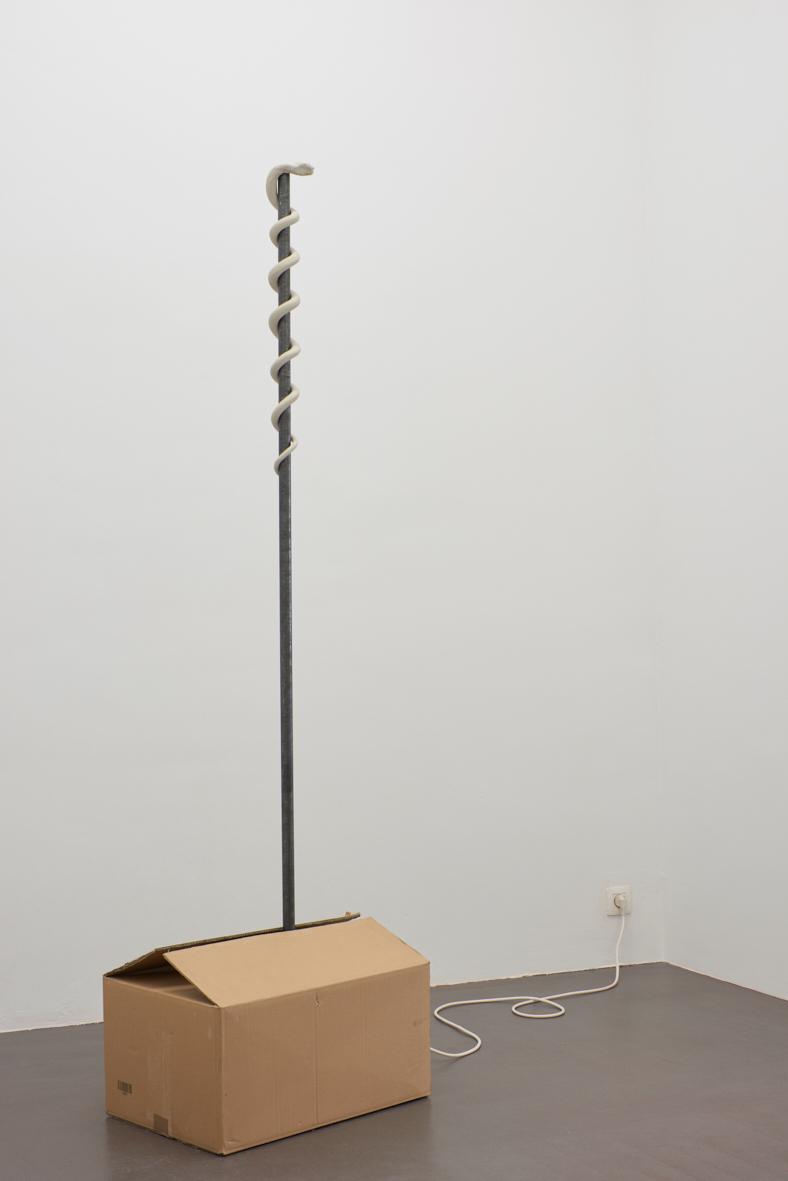 Sam Porritt, Supplicant, 2017. Cardboard, clay, motor, steel, wood. 50 x 200 x 35 cm.