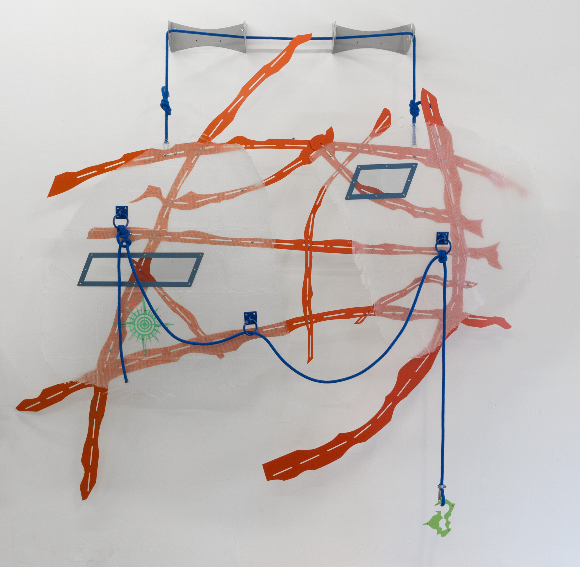 Hanae Wilke, Duet 1, 2018. Fibreglass, epoxy resin, rope, steel, aerosol paint. 181 x 234 x 31 cm.