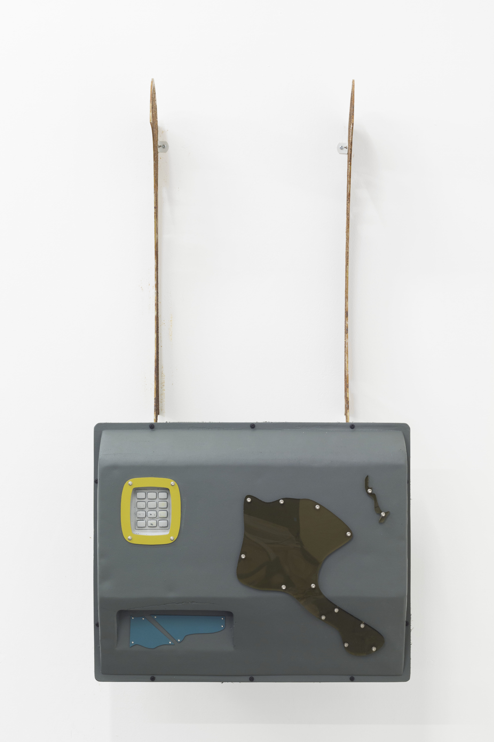 Hanae Wilke, Interface III, 2018. Epoxy resin, fibreglass, steel, aerosol paint, silicone rubber, acrylic sheet, polymer plaster. 60 x 100 x 40 cm.