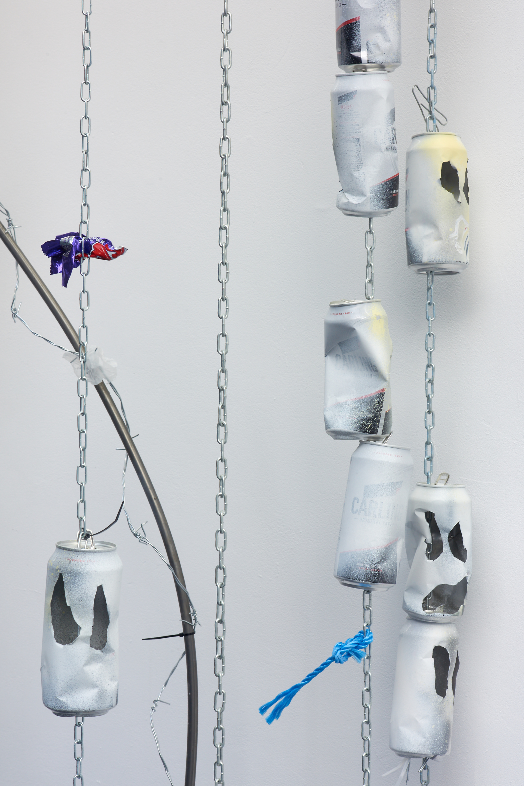 Sam Blackwood, Nothing to lose (after Philip Muspratt), 2018. Lager cans, spray paint, chain, found materials. VITRINE, London. Photographer : Jonathan Bassett.
