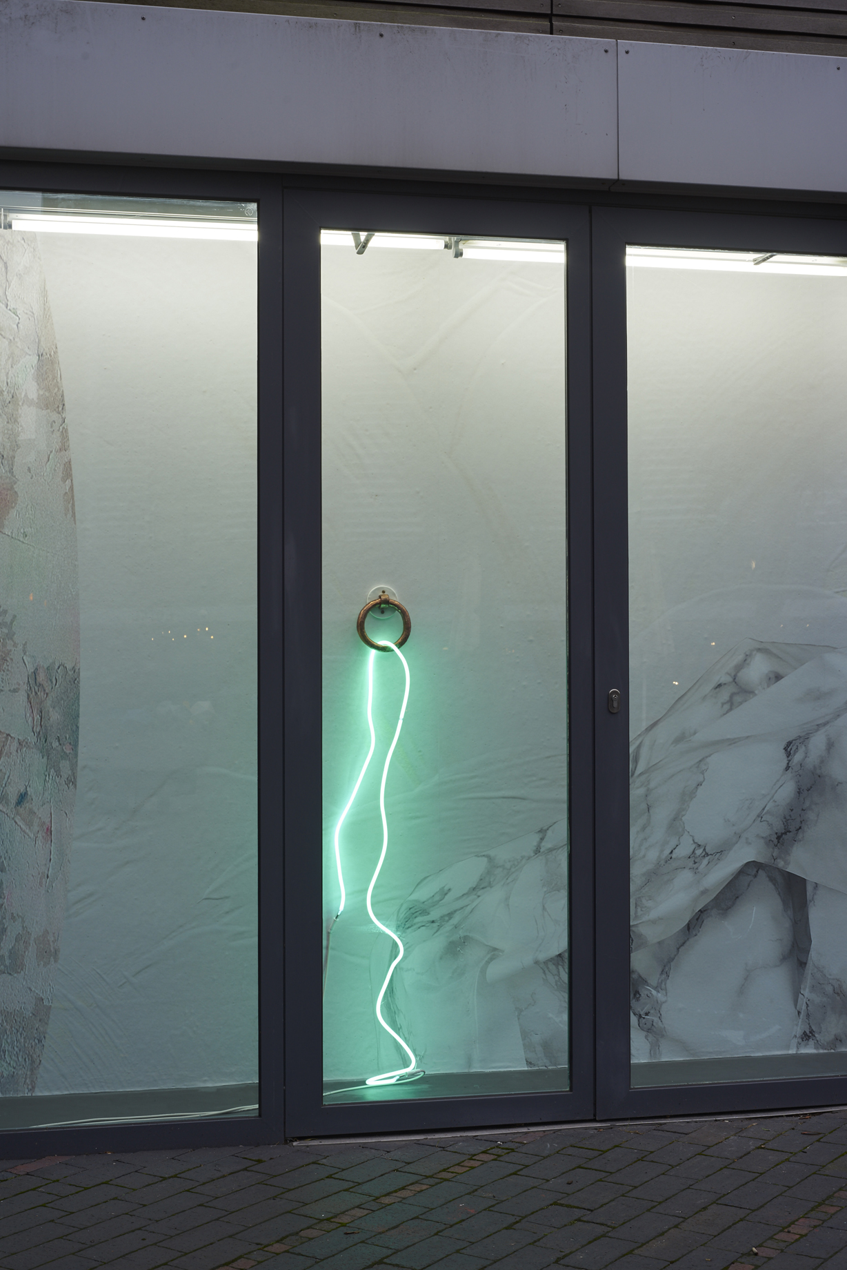 Clare Kenny, Enough rope to hang 'emselves (green), 2016. Neon, bronze, wood, acrystal, paint. 143 x 24 x 19 cm; form follows fiction follows fact follows form, 2016. Printed wallpaper. 243 x 1546 cm. Edition 3 (+ 1 AP). Photographer: Jonathan Bassett.