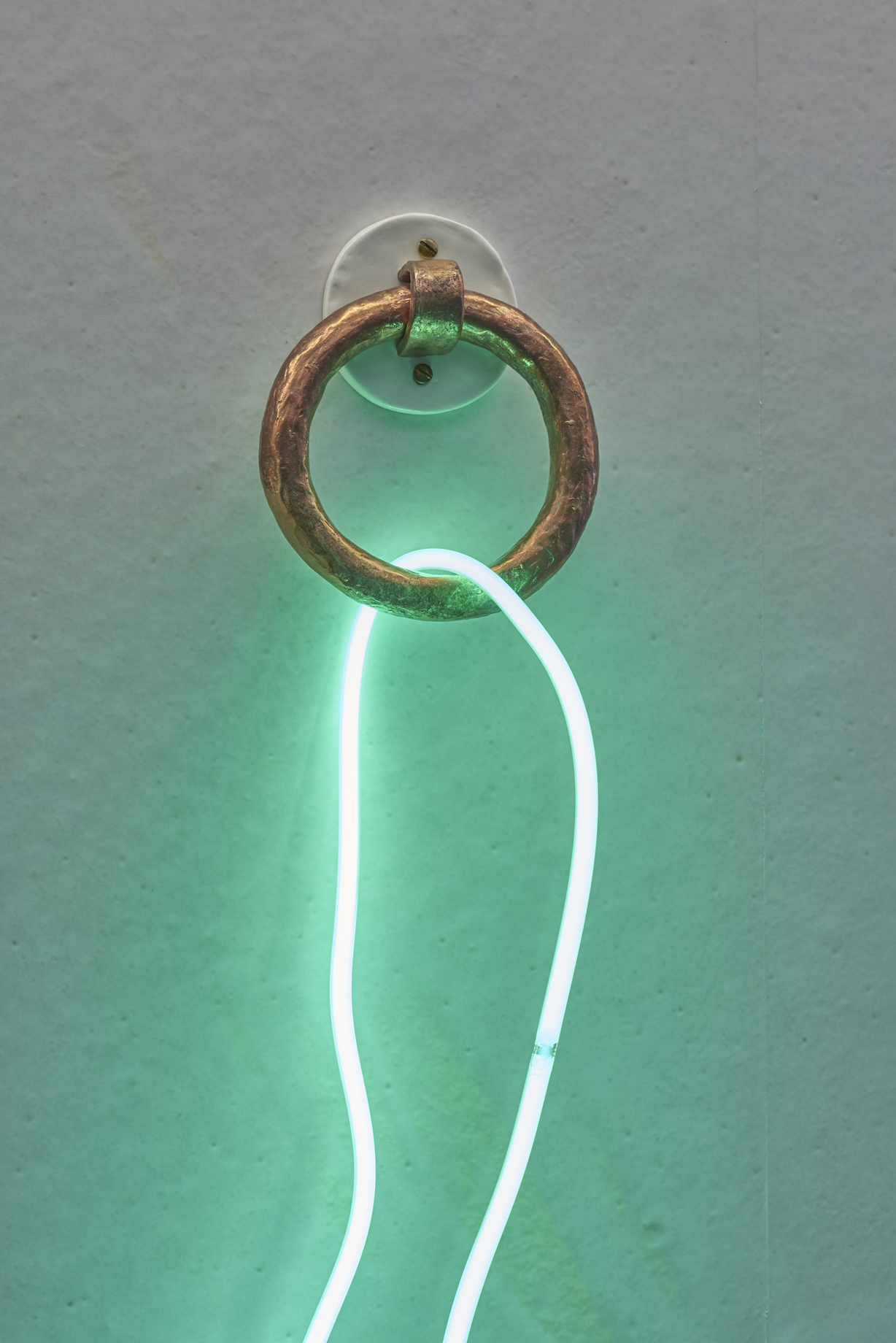 Clare Kenny, Enough rope to hang 'emselves (green), 2016. Neon, bronze, wood, acrystal, paint. 143 x 24 x 19 cm