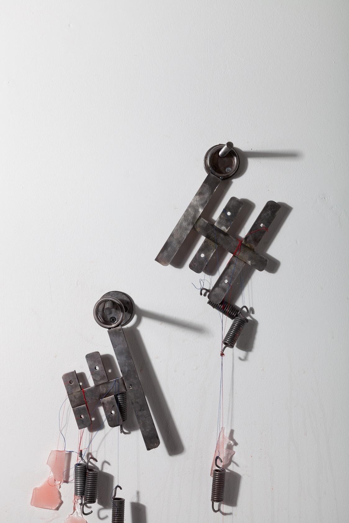 Rafal Zajko, Unison, 2018. Ice, pigment, steel, cotton thread, tension springs. 34 x 24 x 10 cm.