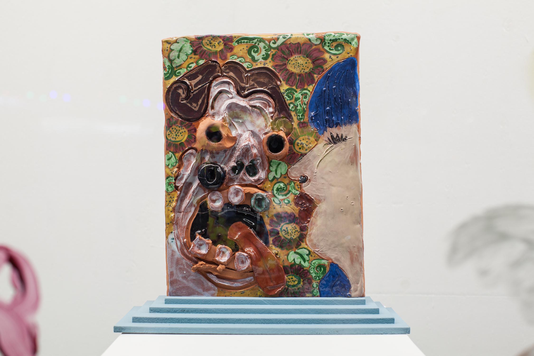 Jamie Fitzpatrick & Lindsey Mendick, Snog, 2018. Glazed ceramic, MDF, paint. 18 x 46 x 43 cm. Photographer: Nicolas Gysin.