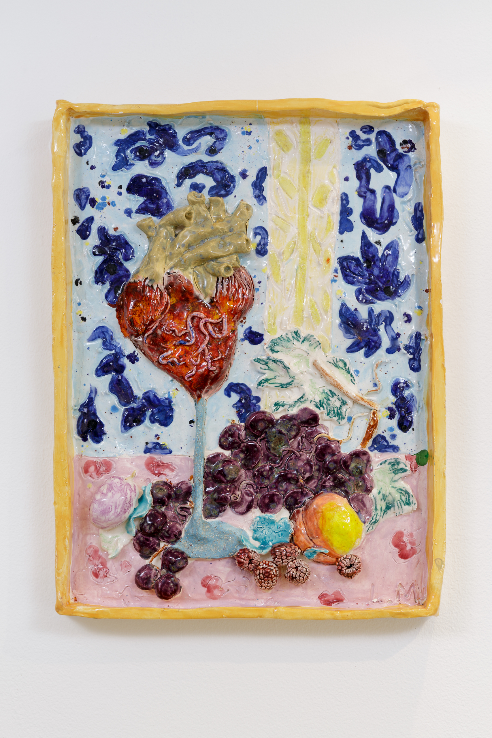 Lindsey Mendick, Booze Makes the Heart Grow Fonder, 2018. Glazed ceramic. 40 x 30 x 5 cm. Photographer: Nicolas Gysin.