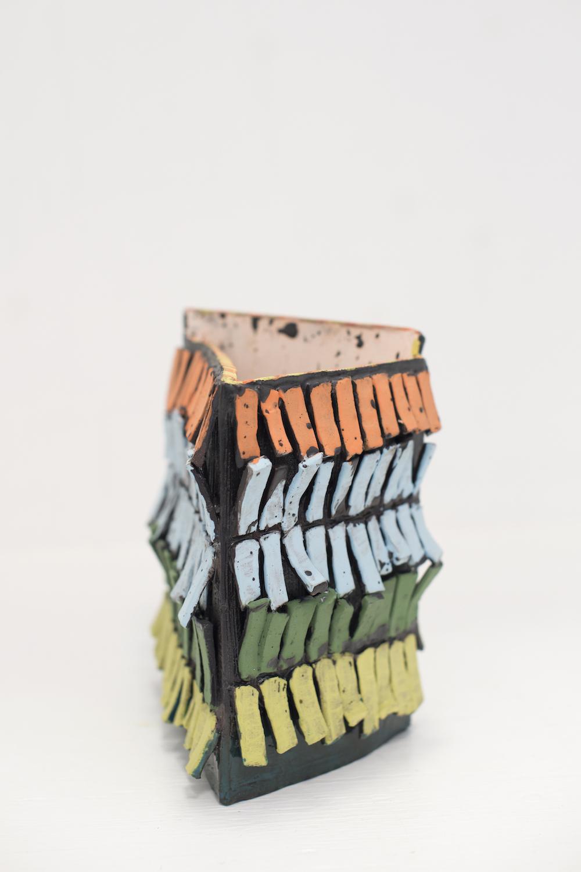 Sara Gassmann, FLIEGENDE SCHWESTERN, 2016. Glazed ceramic. 1.5 x 19 x 7.5 cm,  1 x 27 x 14 cm.