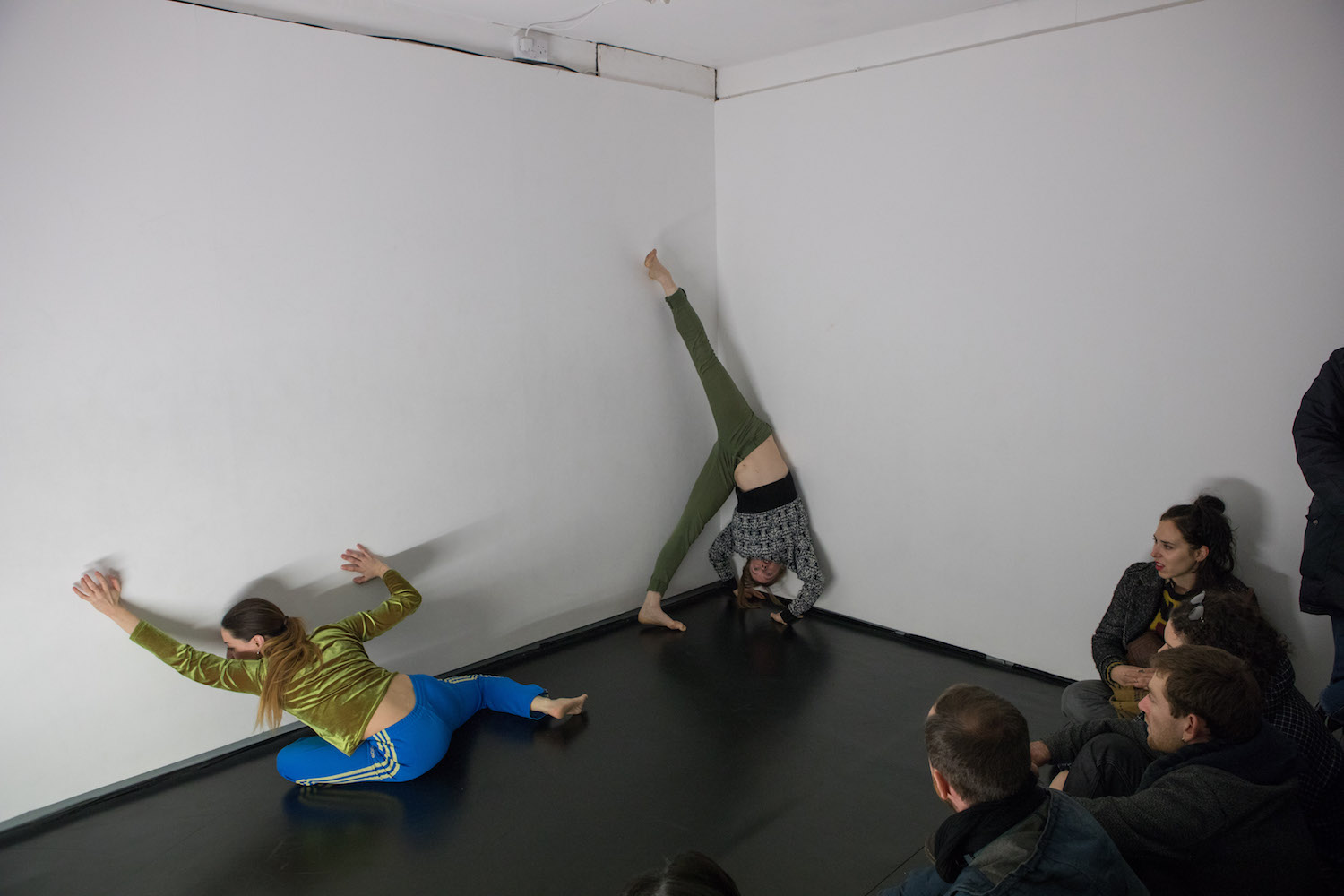 Nicole Bachmann, Personare Part II, 2018. Performance.  00:17:00 - 00:25:00. Performed by Patricia Langa, Anna Procter and Sonya Frances Cullingford. Dance choreography by Patricia Langa. Tenderpixel, London, UK.