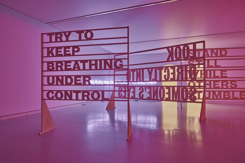 Tim Etchells, Between Us, 2019. Installation view. Kunsthalle Mainz, DE. Photographer: Norbert Miguletz.
