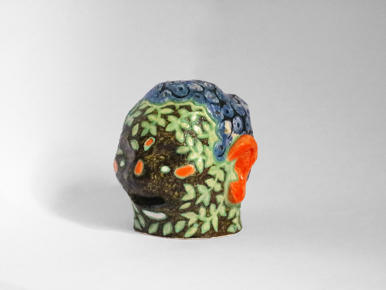 Kara Chin, Playdough Hair Head 1, 2020. Glazed ceramic. 10 x 10 x 10 cm.