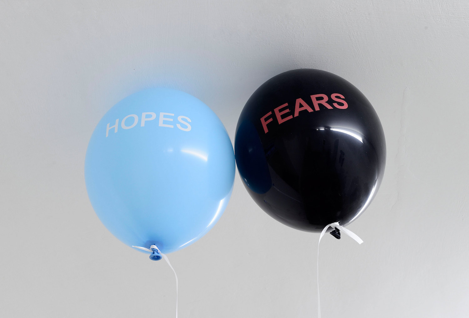 Sam Porritt, Untitled (Hopes and Fears), 2016. Two balloons, helium, keys, thread. Dimensions variable.