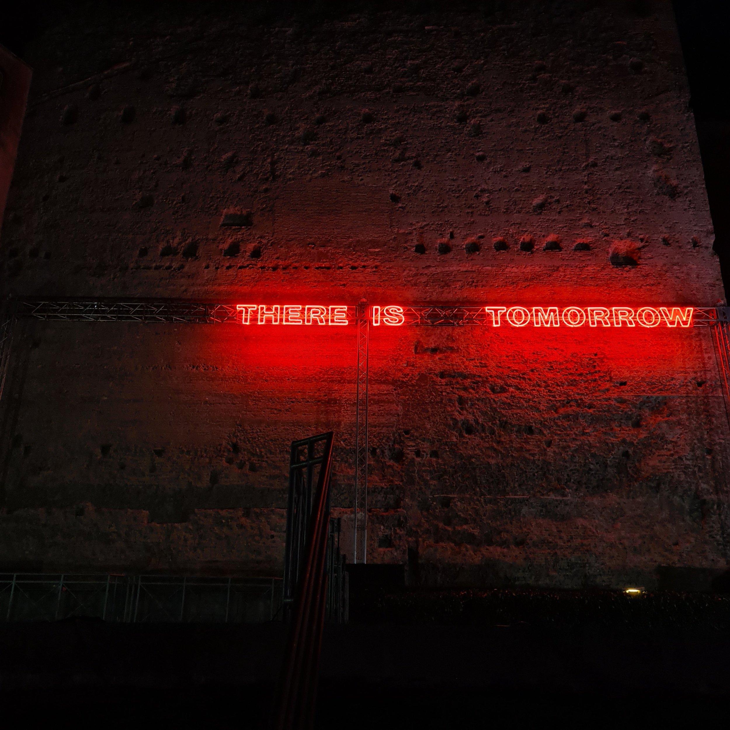 Tim Etchells, Live Like, 2020. Neon. 55 x 1583 cm. Photographer: Luca Pintacuda.