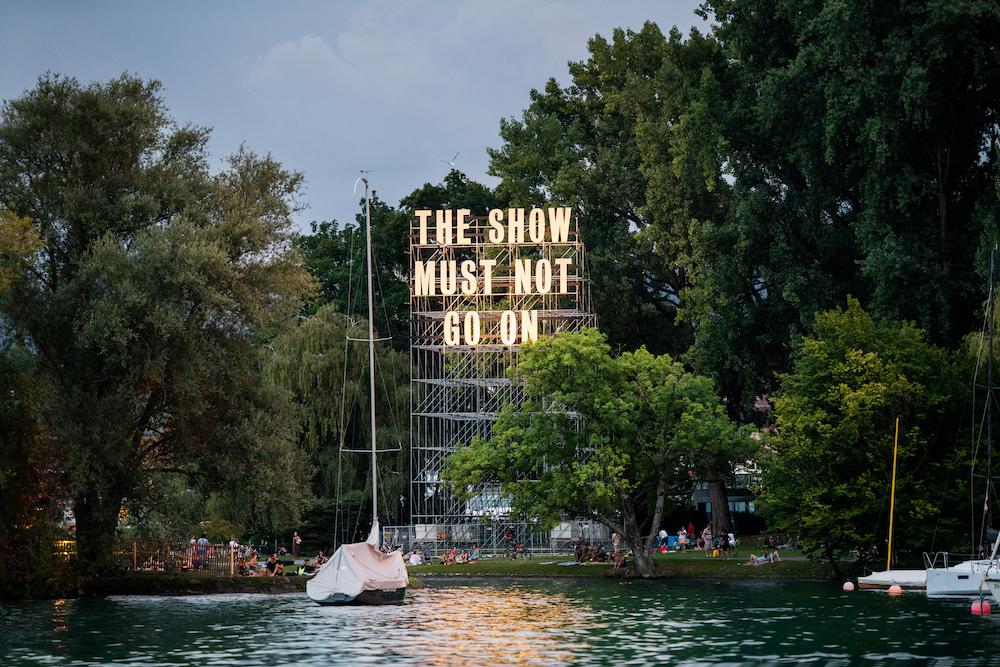 Tim Etchells, The Show, 2020. Installation view. Zürich Theater Spektakel, CH.