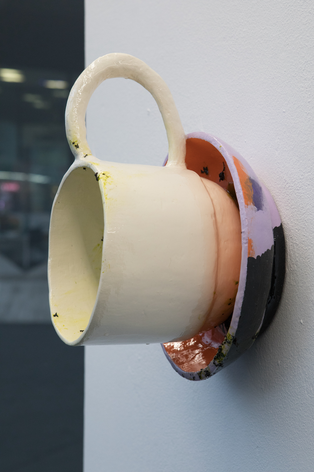 Ilaria Vinci, And nothing but the truth, 2021. Plaster, enamel, resin, tea leaves. 40 x 30 x 23 cm.