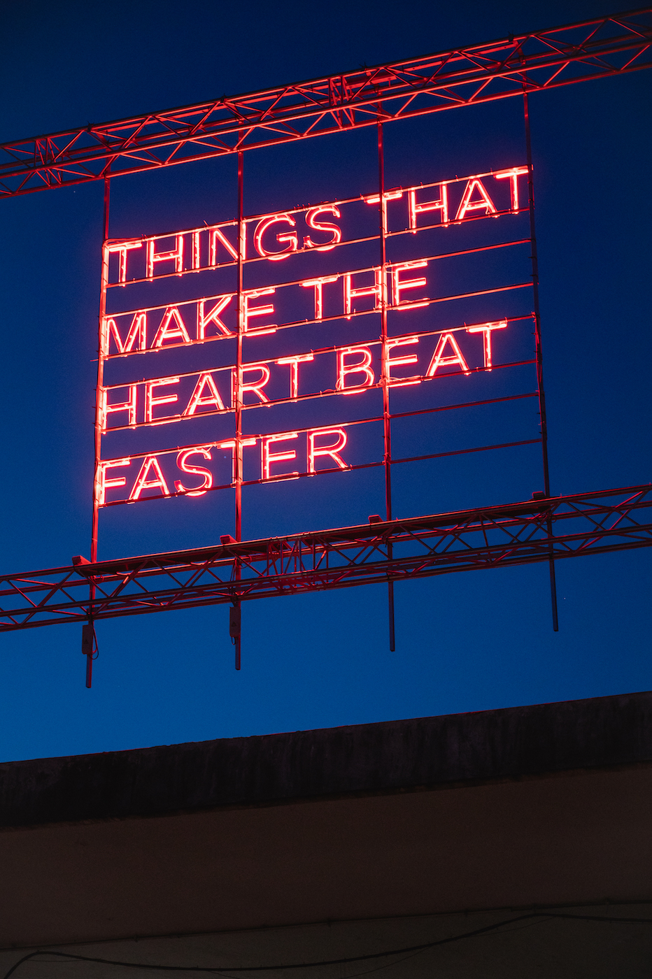 Tim Etchells, THINGS THAT MAKE THE HEART BEAT FASTER, 2021. Installation view. Mattatoio, Rome, IT. Photographer: Andrea Pizzalis.