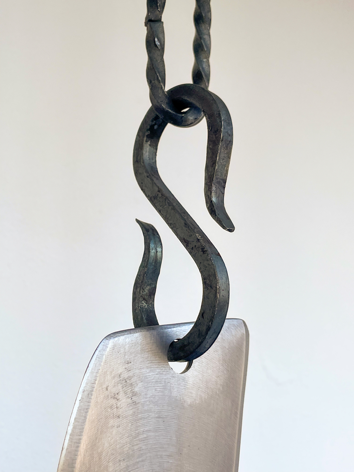 Tarek Lakhrissi, BETRAYING TIME AND SPACE (detail), 2021. Steel and steel chains. 65 x 8 x 0.5 cm.