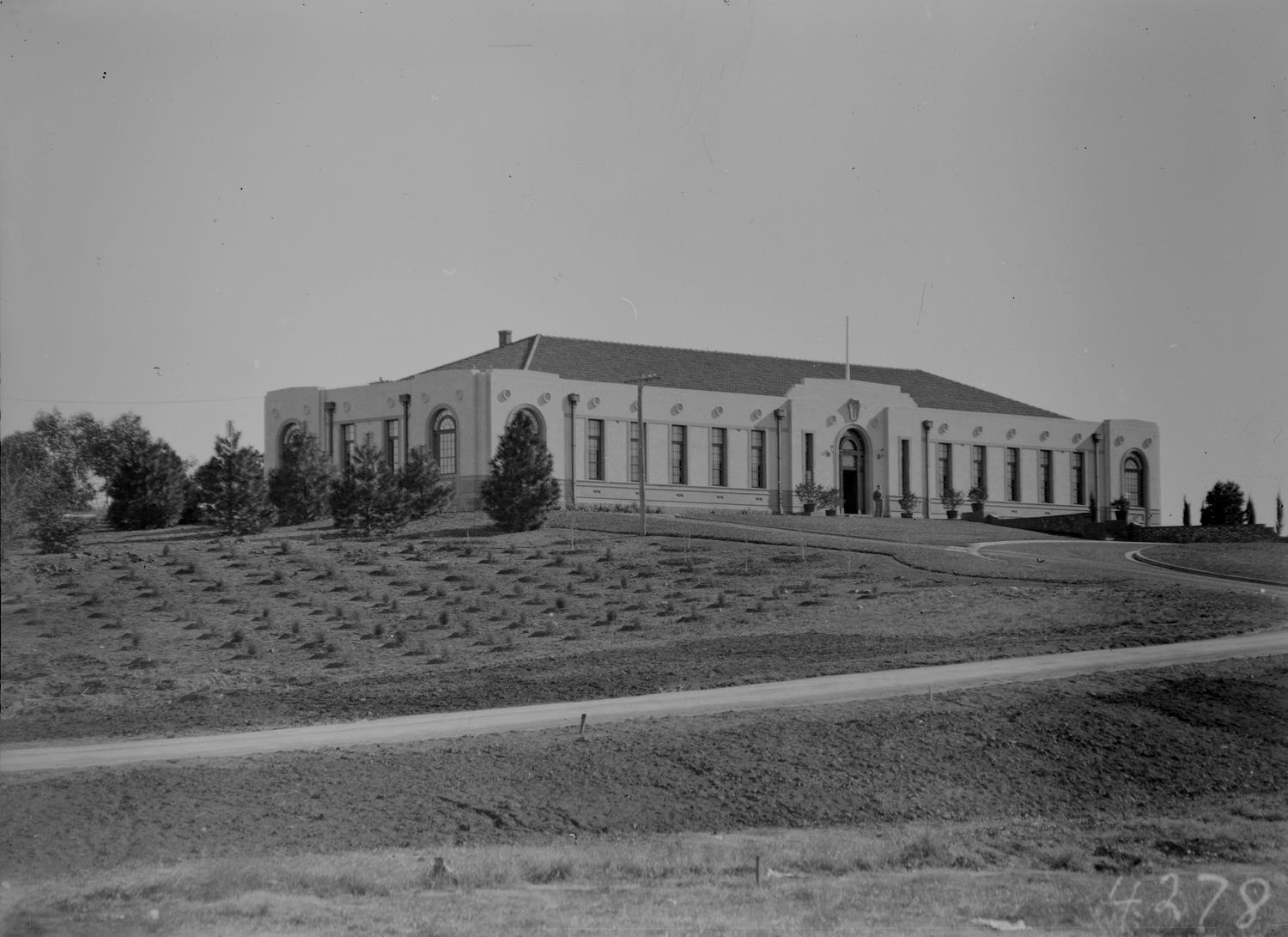 Image of Forestry House in Canberra when first built