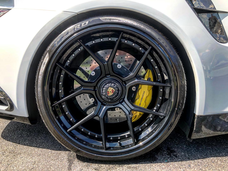 Nettoyage de roue automobile