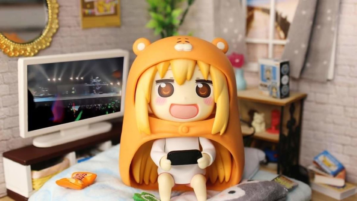 An Umaru chibi figure set up in a dollhouse-type environment | Get Creative! | Fun Ways to Display Your Figure Collection