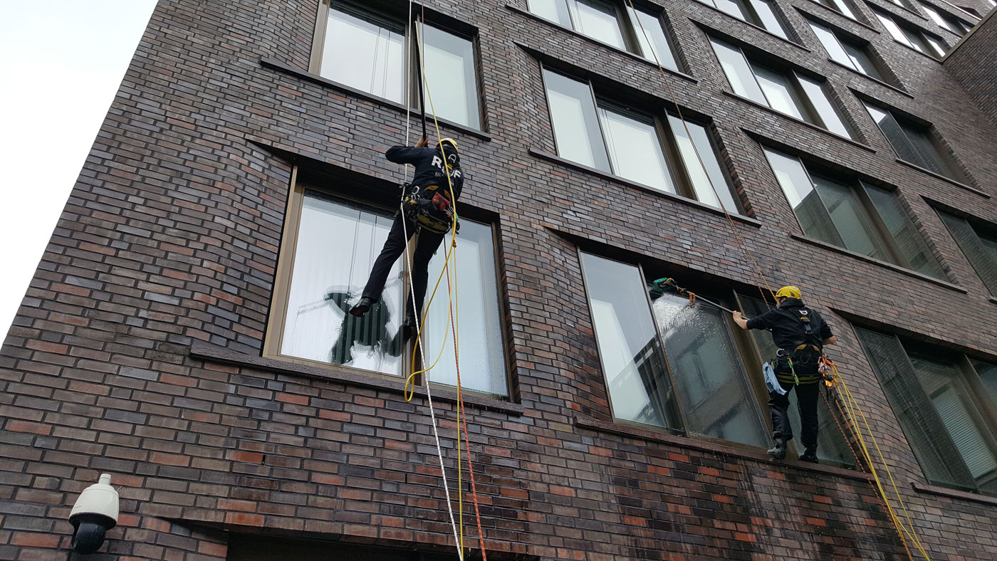 Industriekletterer & Höhenarbeiter: Glasreinigung / Fensterreinigung in Hamburg