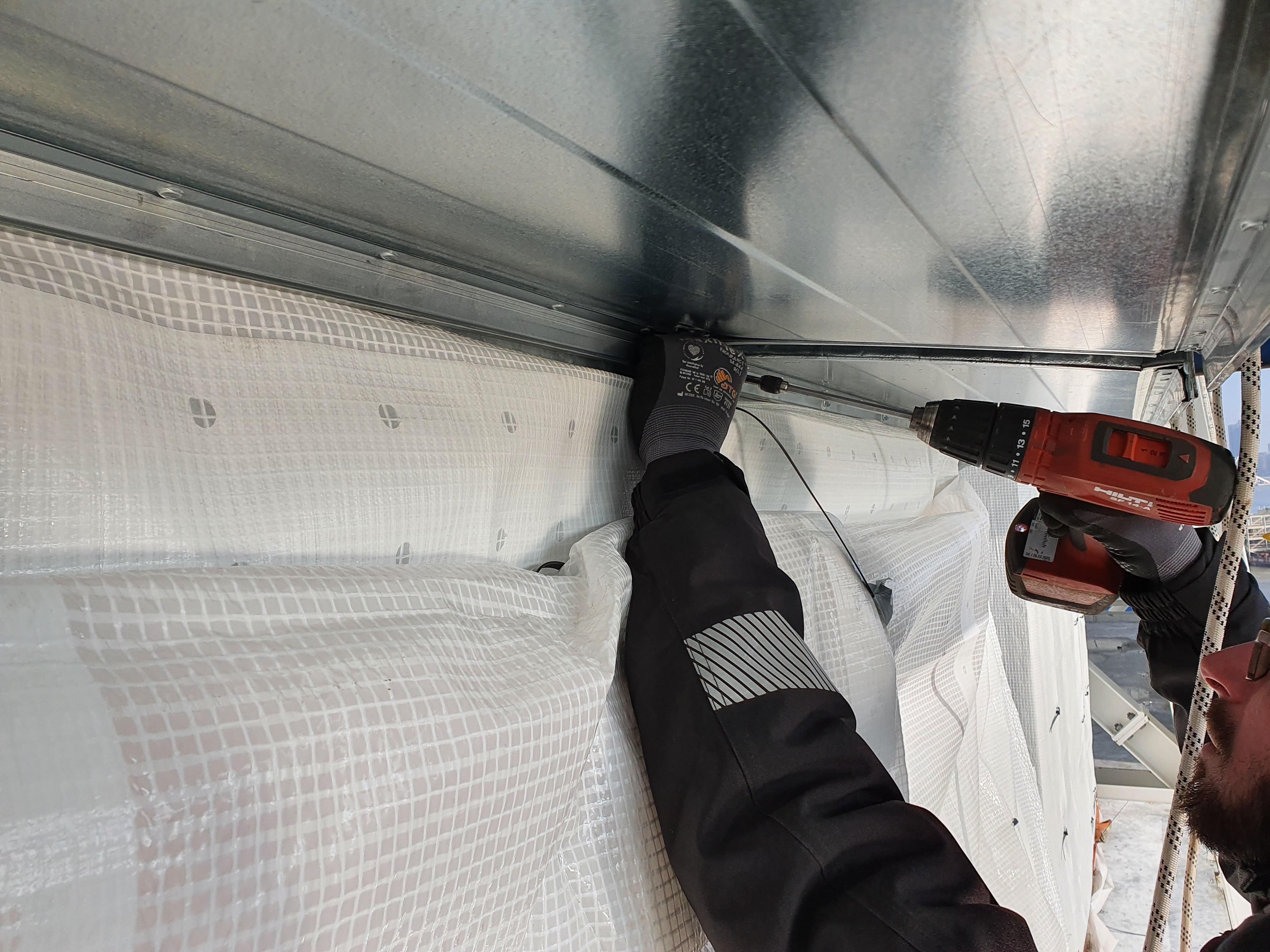 Kletterteam Hamburg: Höhenhandwerker bei Montagearbeiten bei Blohm+Voss
