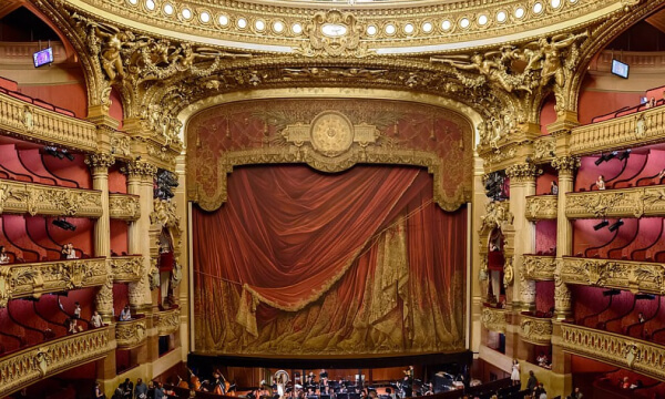 Theater und Konzertsäle
