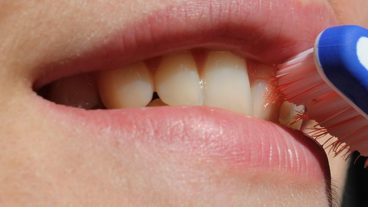 Igiene orale e artrite reumatoide: qualche collegamento?
