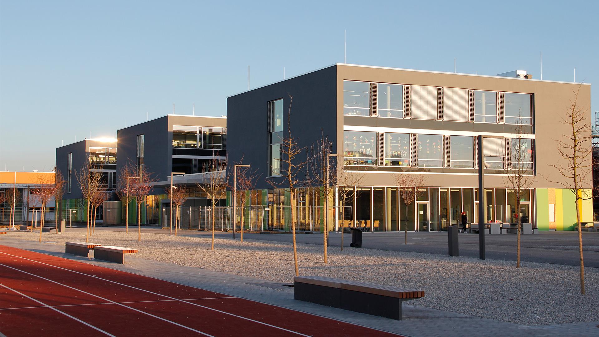 UHH_Schule_mit_Rennbahn