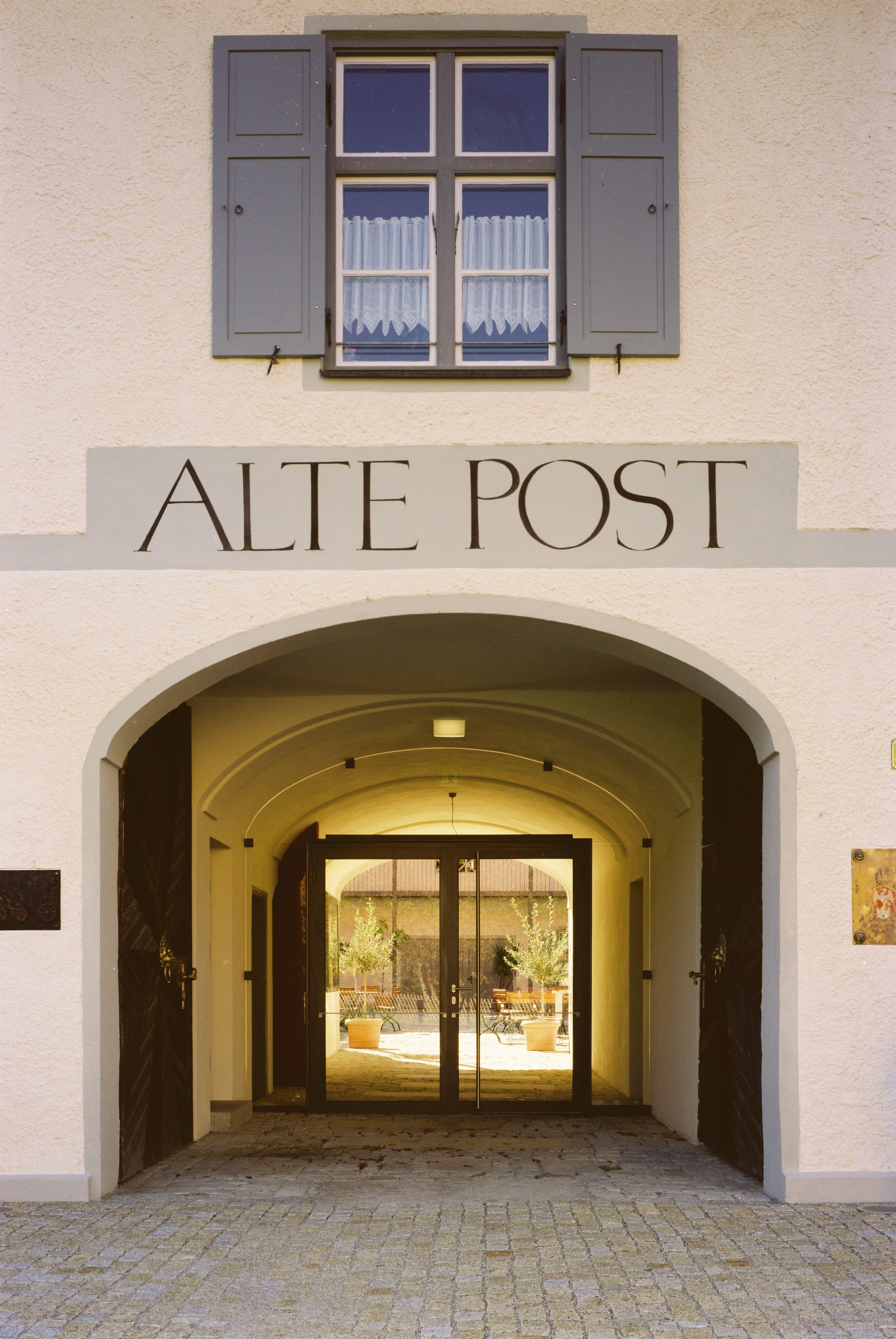 Alte Post Flintsbach Innenhof Schild