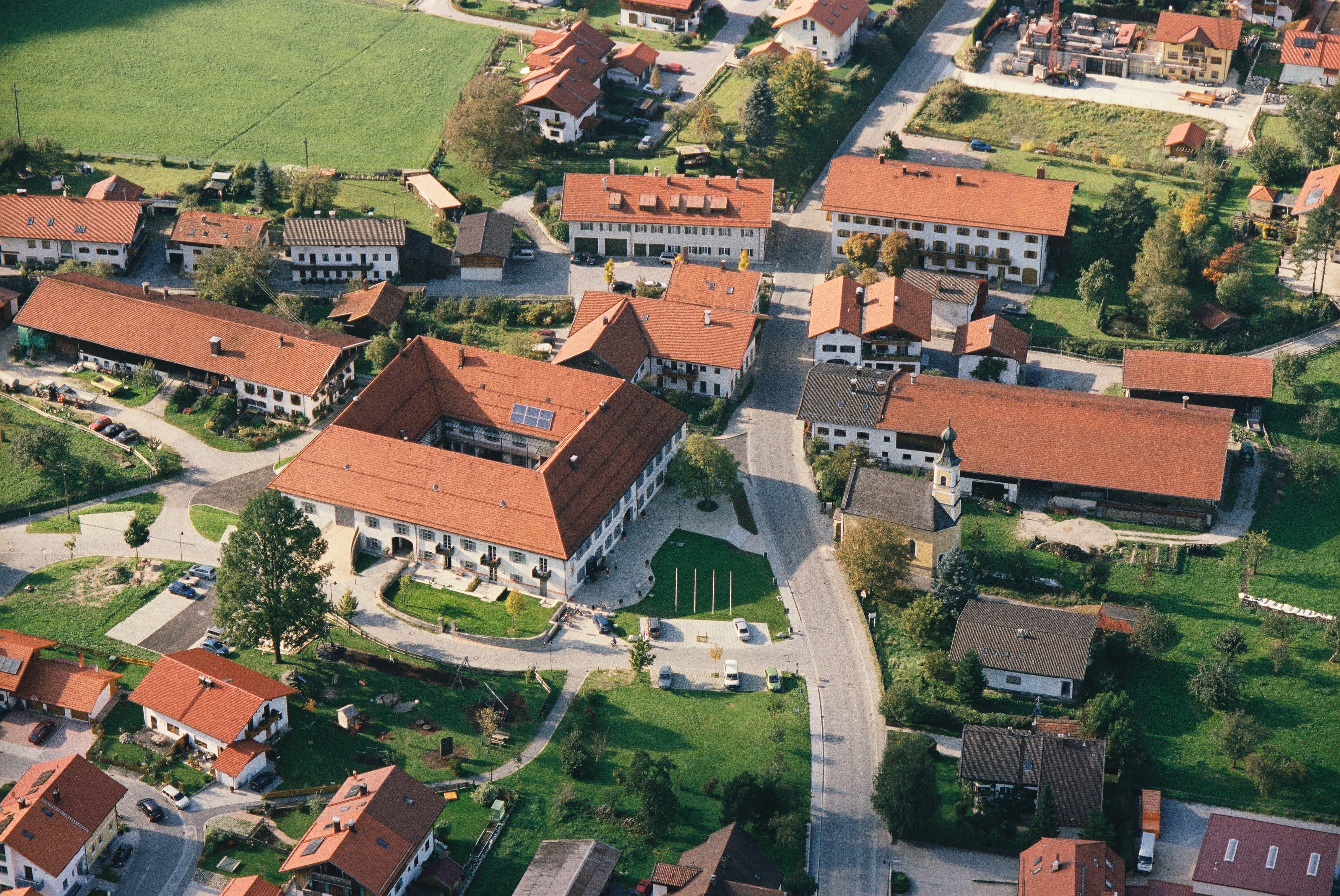 Alte Post Flintsbach Innenhof Luftbild