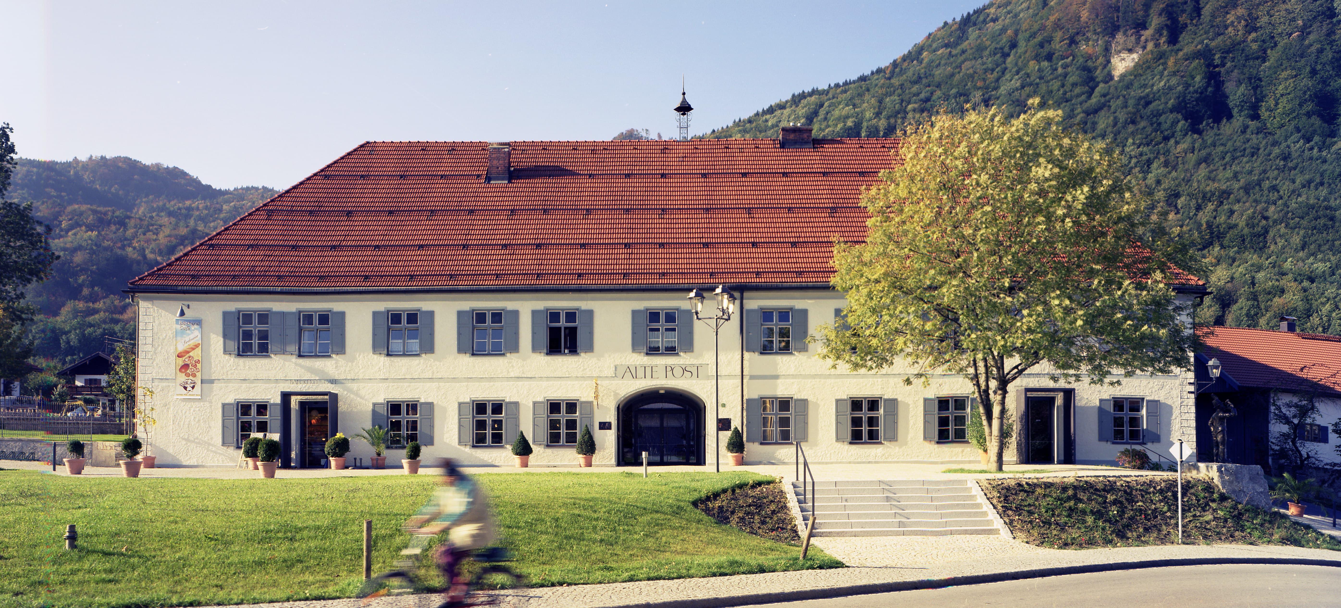 Alte Post Flintsbach Innenhof Aussen