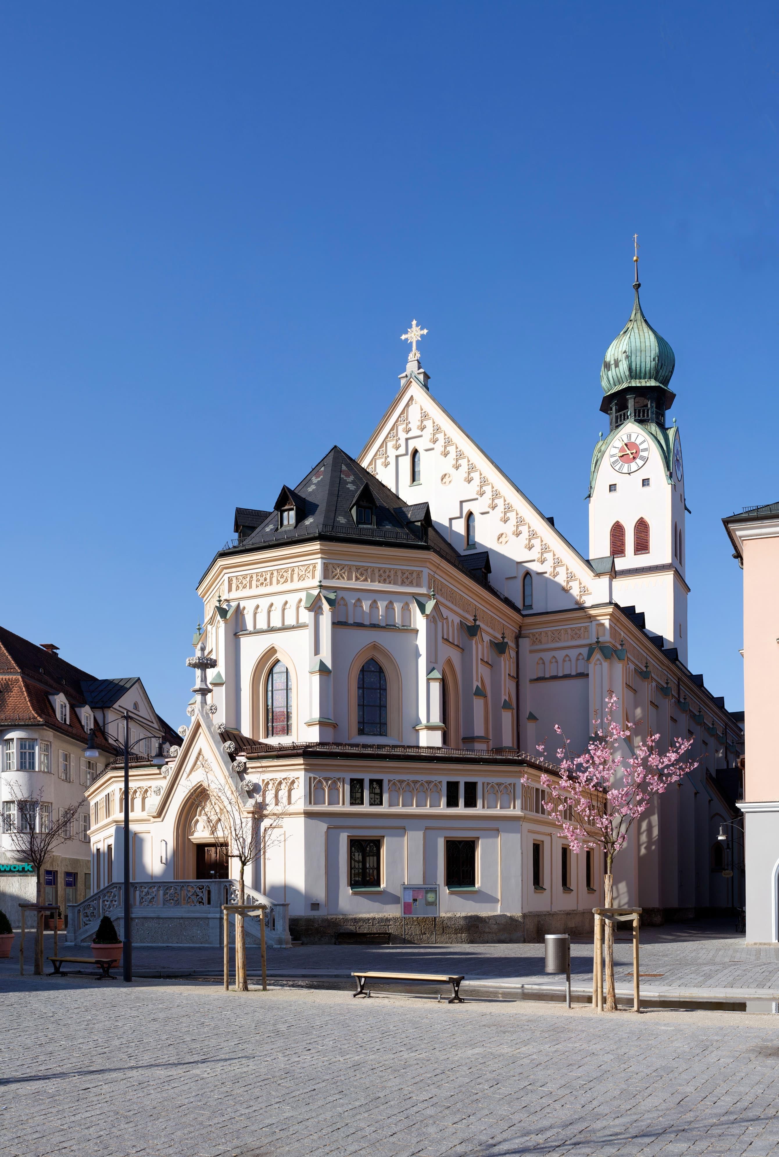 Stadtpfarrkirche St. Nikolaus Rosenheim Aussenansicht