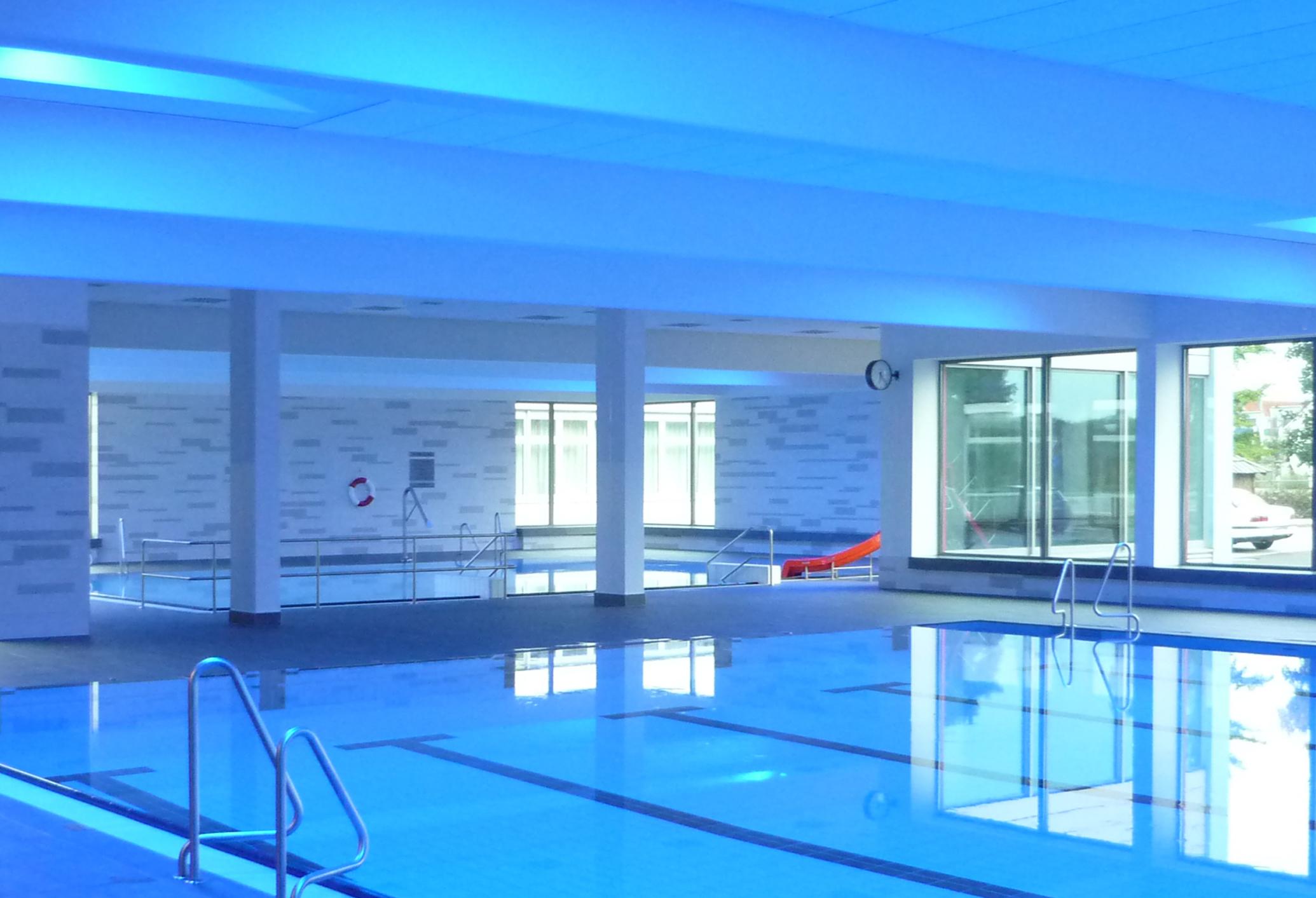 Schwimmbad Manching Blau
