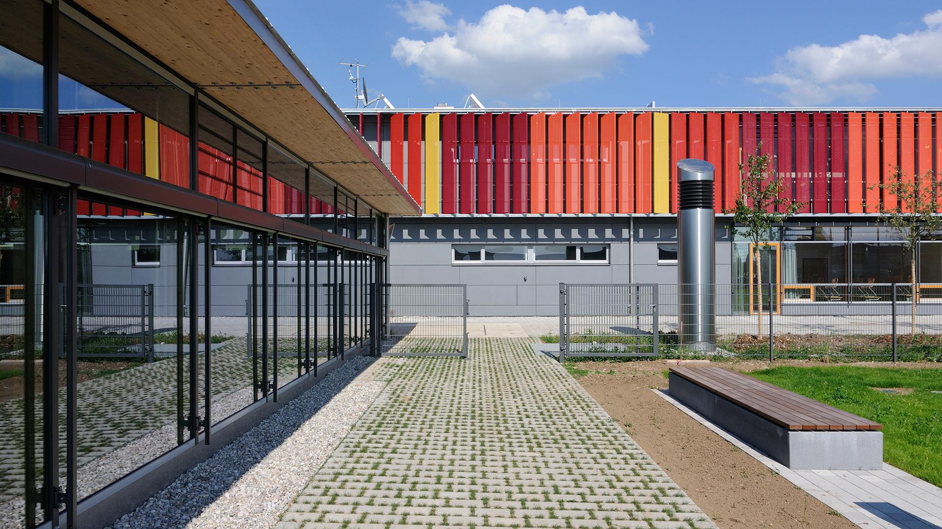 Sporthalle Neubiberg Außenansicht