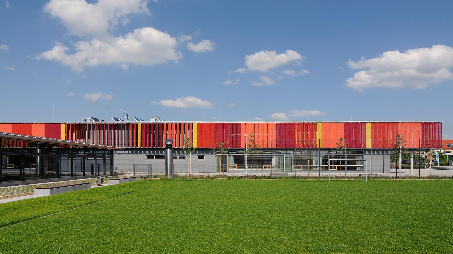 Sporthalle Neubiberg außen