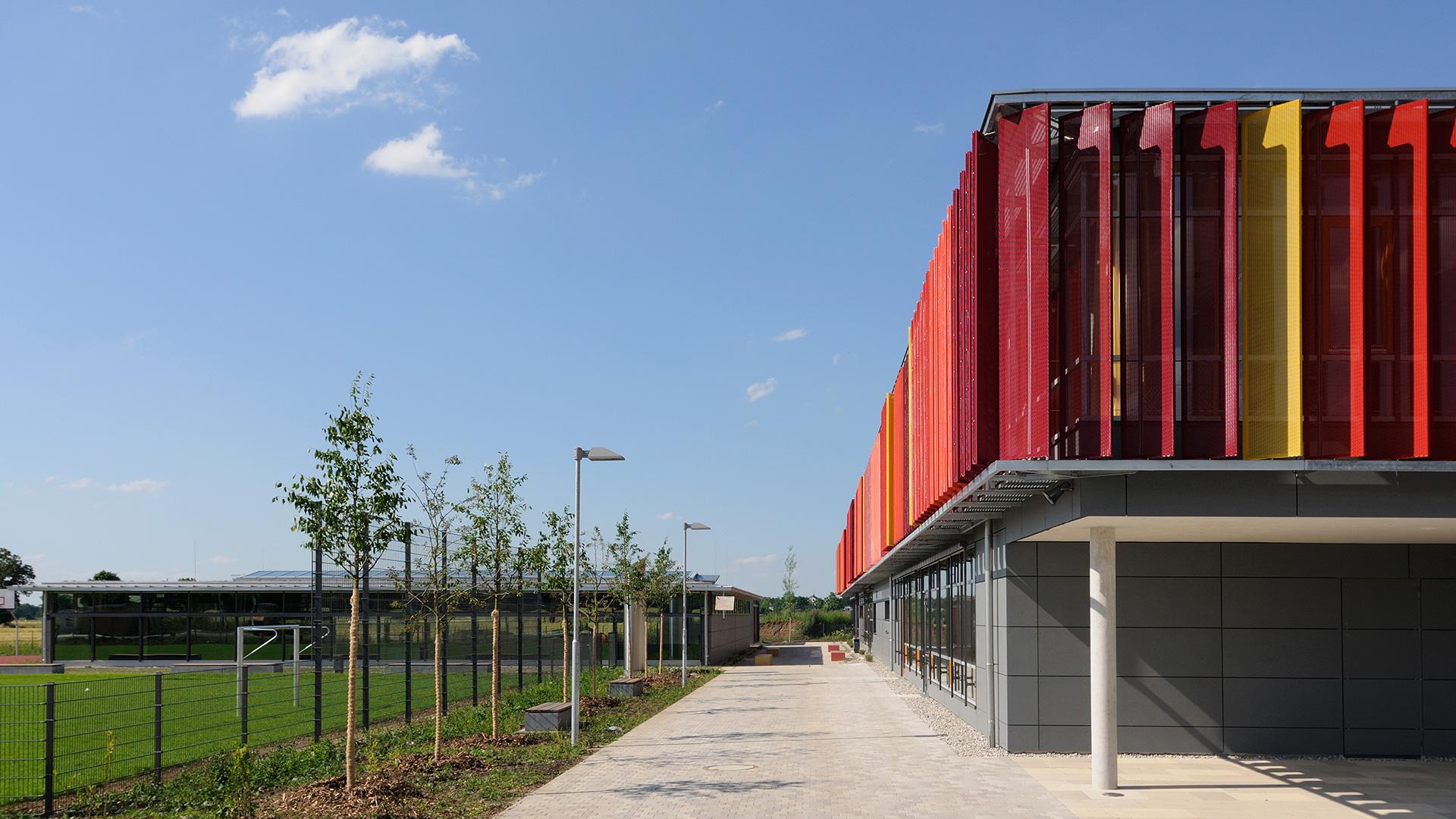 Sporthalle Neubiberg außen Ecke