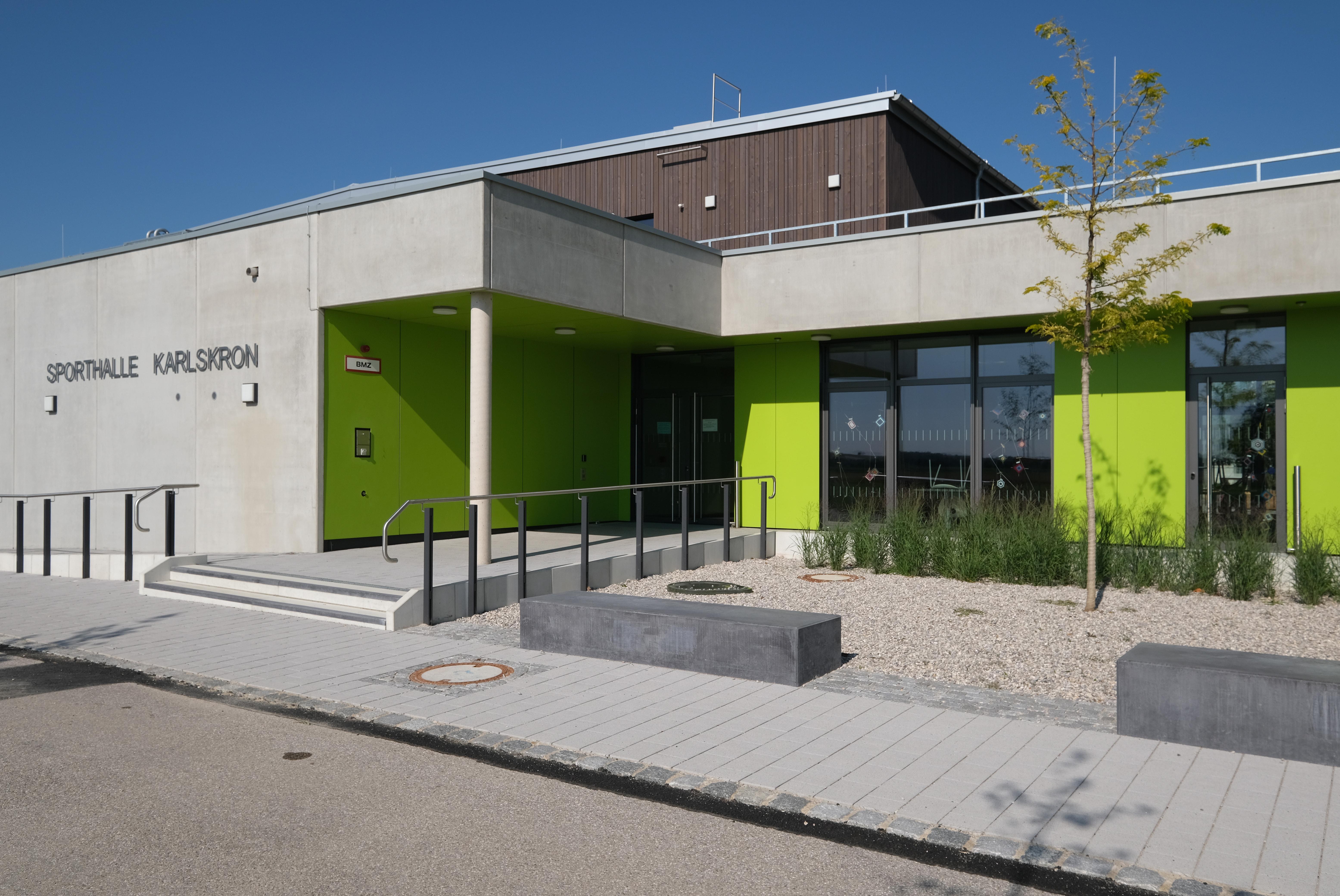 Sporthalle Karlskron außen