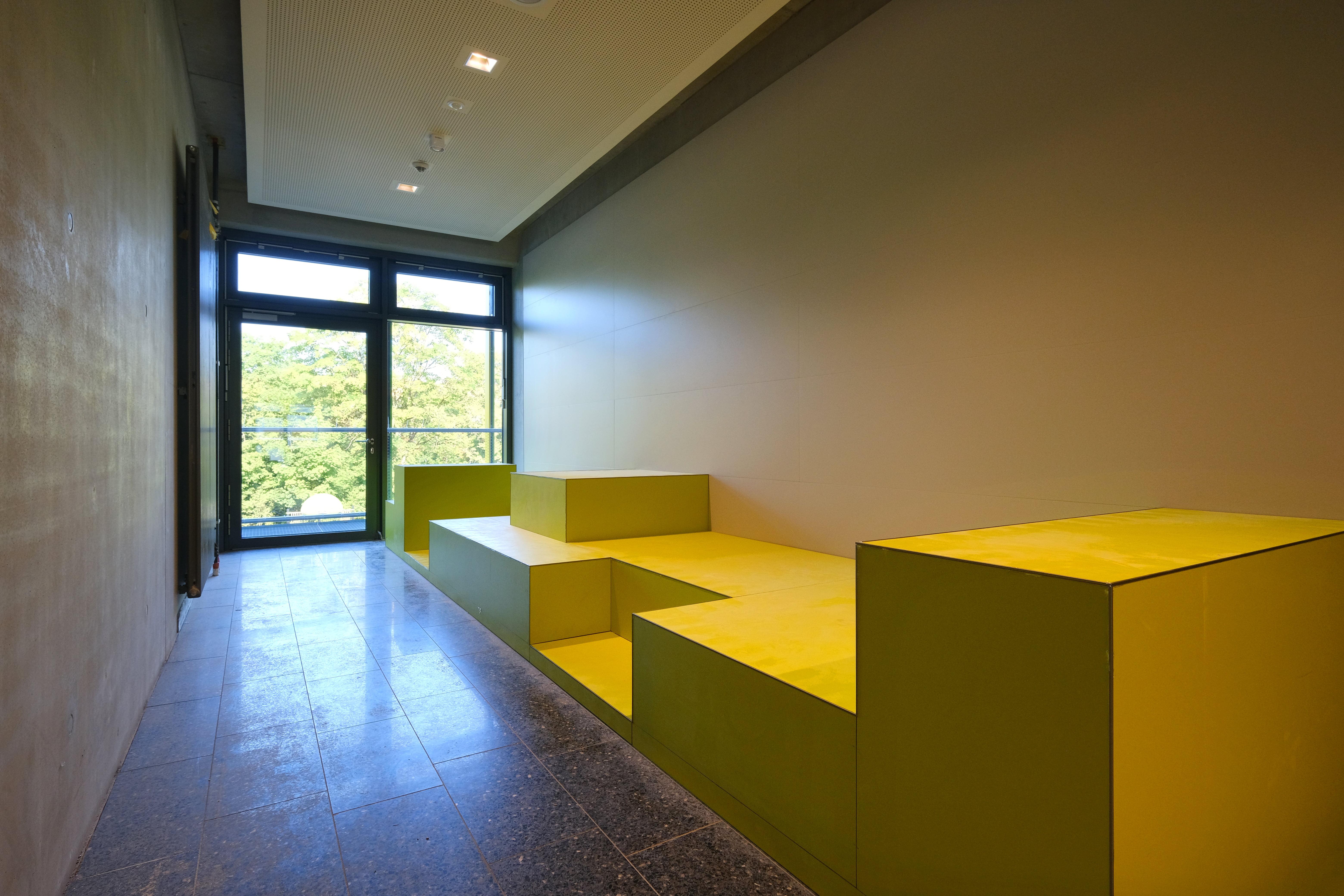 2_Bernays_Sitzmöbel gelb