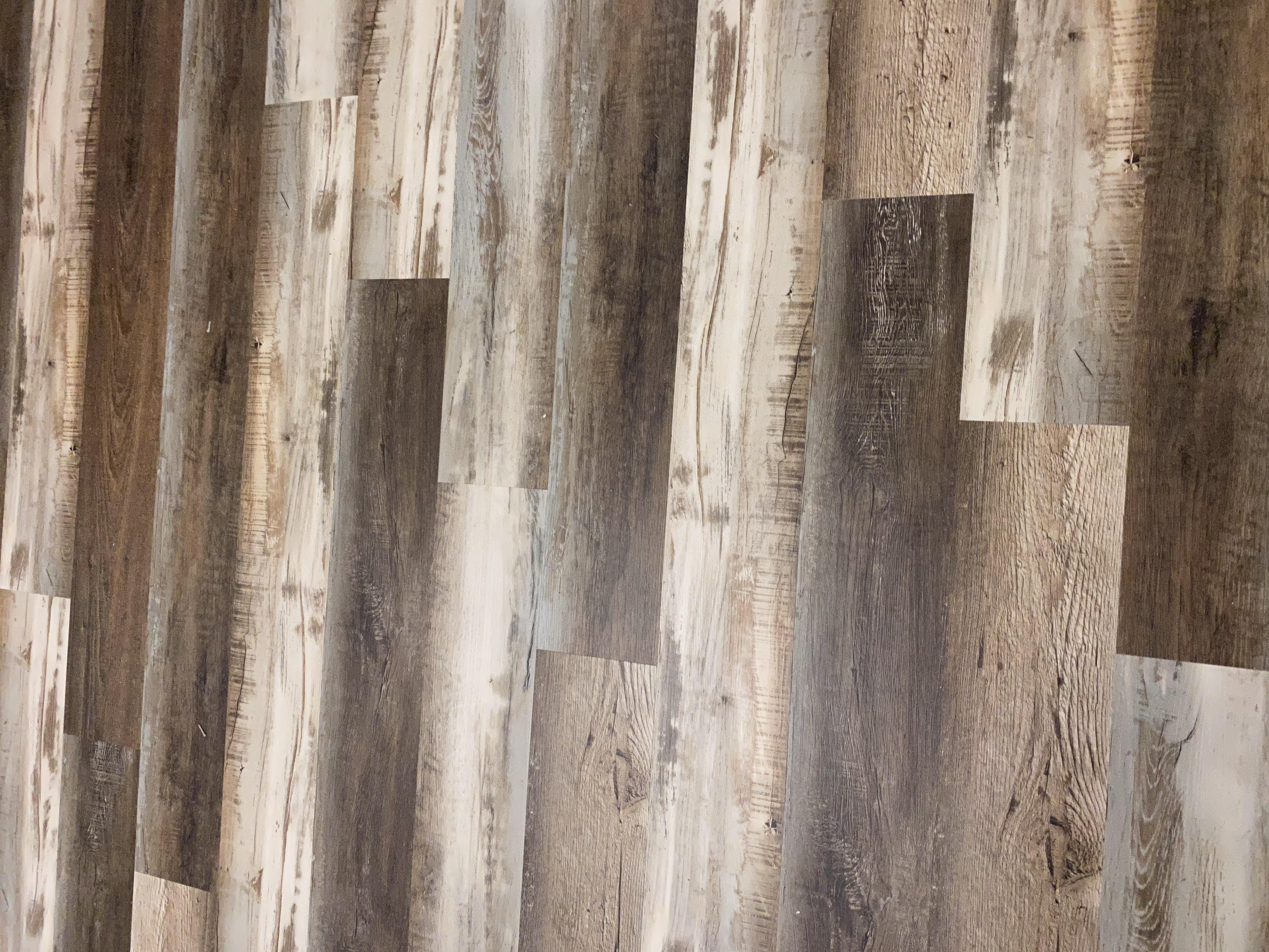 Luxury Vinyl Plank/Tile