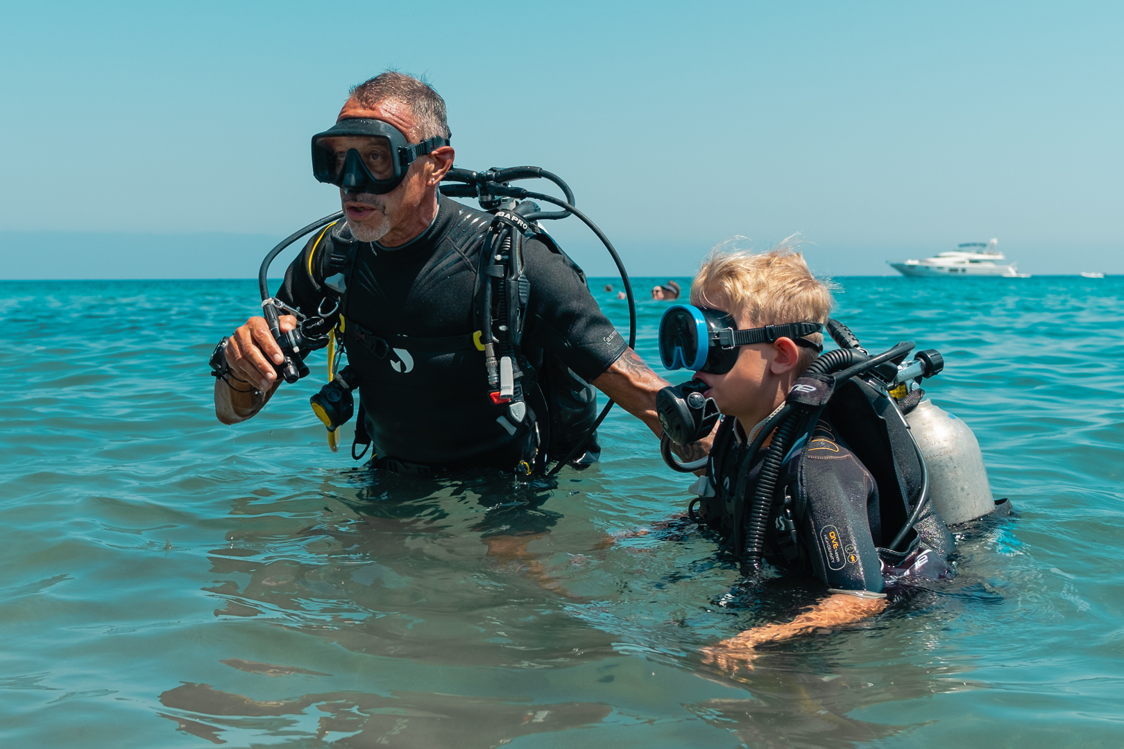 Kalliopi Dive college Bubblemaker - Instructor with a young Bubblemaker