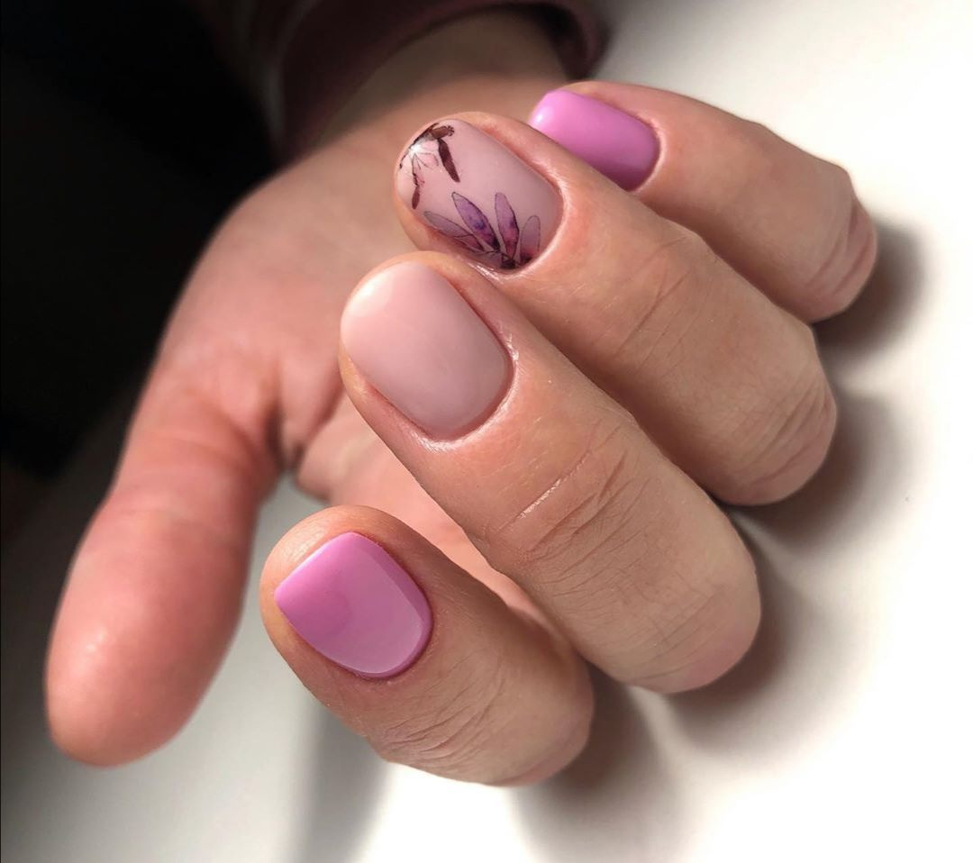 Nude Manicure With Pink Flowers Design