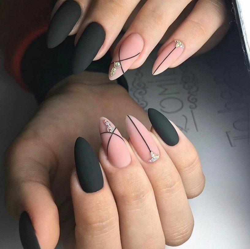 Minimalistic Matte Nail Design